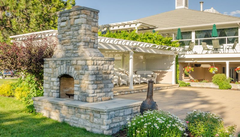 5 natural stone design tips for your backyard
